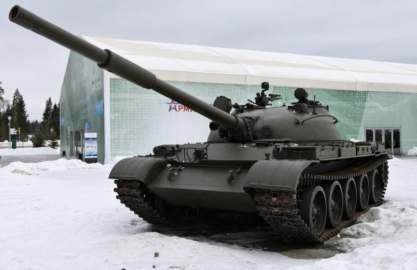 A T-62 tank at a public exhibit of the Russian Ground Forces, 2015. V. Kuzmin – CC BY-SA 3.0