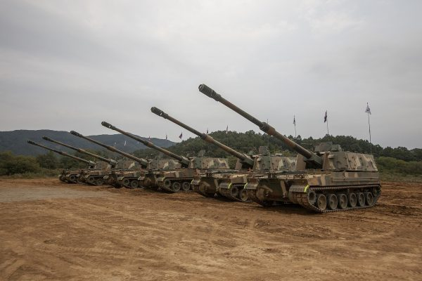 A line up of South Korean K9 Self Propelled Howitzers. Image by 대한민국 국군 Republic of Korea Armed Forces CC BY-SA 2.0 1