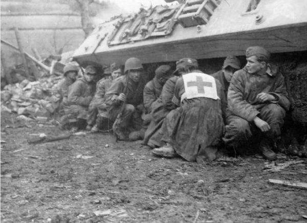 GI's and German POW take cover by M10 28 February 1945