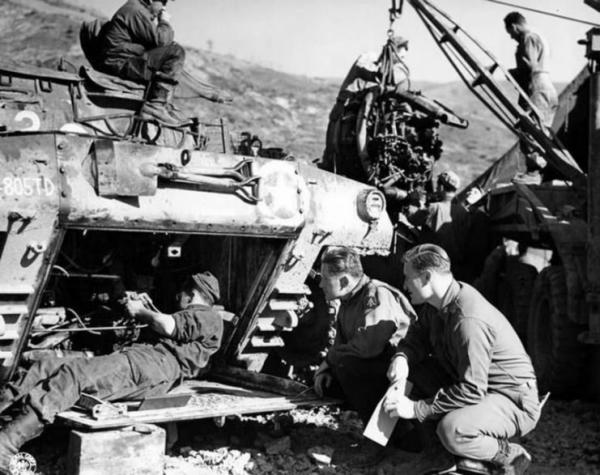 M18 of the 805th Tank Destroyer Battalion – engine maintenance