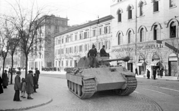 Rome, 1944 – German panzers roll through the streets. Bundesarchiv – CC-BY SA 3.0