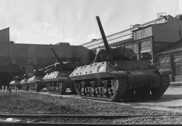 Tank Destroyers At Ford Plant In Detroit 1943