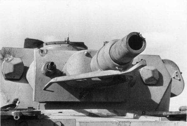 A Panzer IV Ausf. E showing signs of weapon impacts on the turret and the edge of the gun barrel. Photo Bundesarchiv, Bild 101I-783-0117-113 Dörner CC-BY-SA 3.0