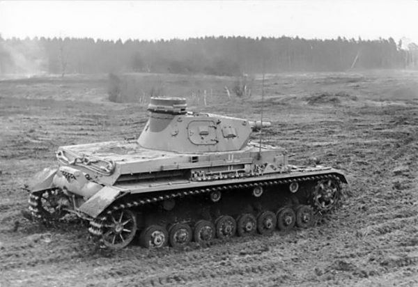 "German Panzer-IV, version ""D"" on a training exercise in March 1940.Photo Bundesarchiv, Bild 101I-124-0211-18 Gutjahr CC-BY-SA 3.0"