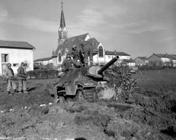 Captured Hetzer in Hallovile, France 1944. Notice the side penetration hole.