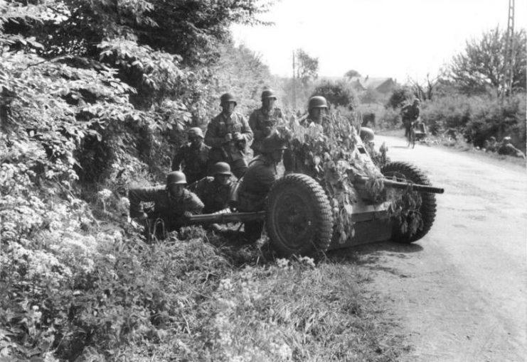 German soldiers with the 3.7 cm Pak 36 anti-tank gun in Belgium, May 1940. Bundesarchiv, Bild 101I-127-0391-21 Huschke CC-BY-SA 3.0