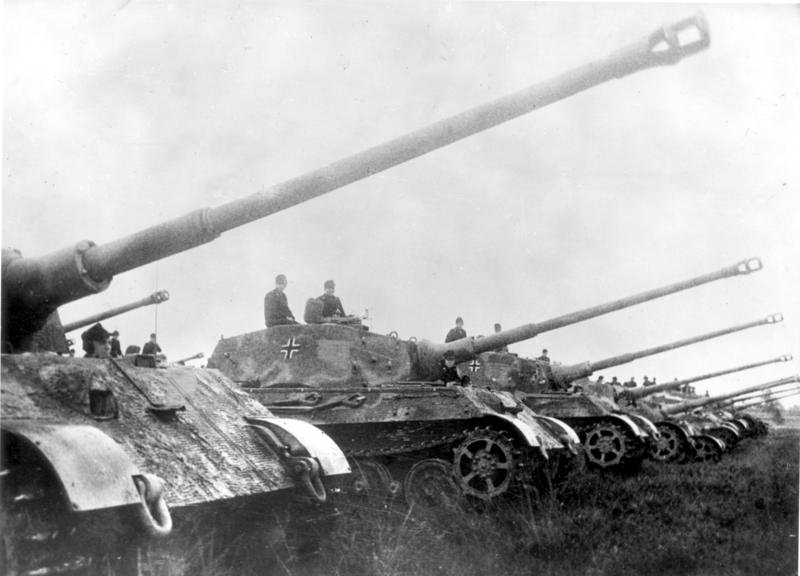 The Tiger II essentially supersized the Tiger I, with an armor layout close to that used by the Panther.