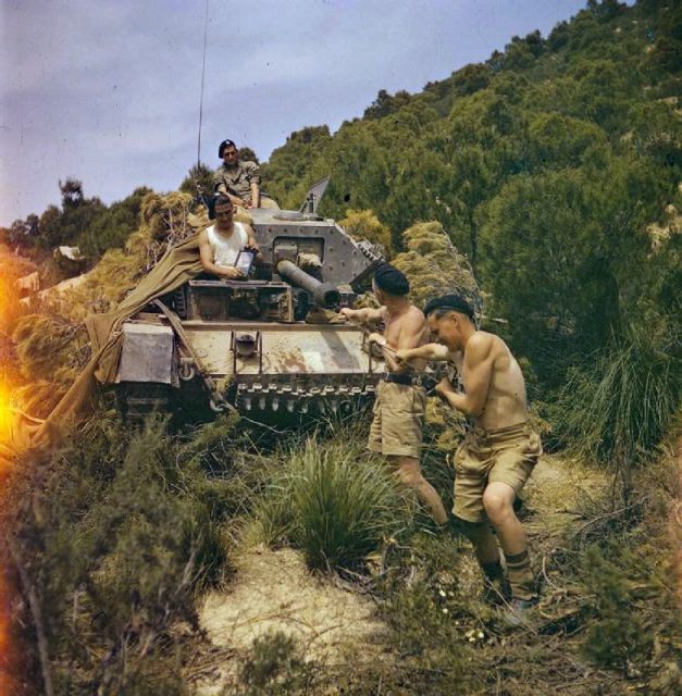 Cleaning the barrel of the 6-pdr in Tunisia