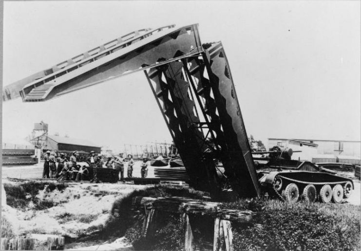 Covenanter bridgelayer with vehicle-launched span