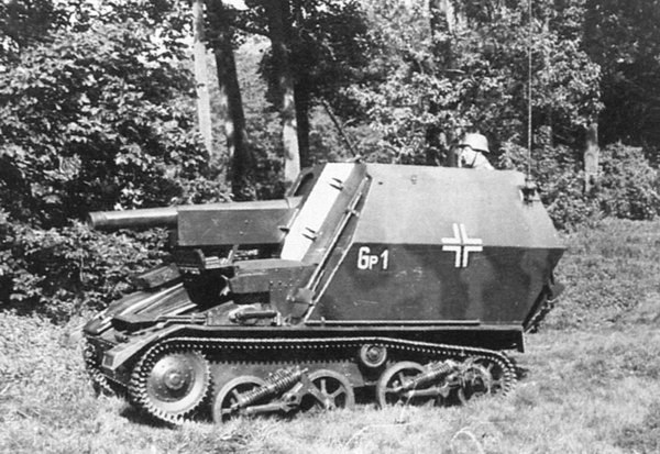 Light Tank Mk.VI chassis with a German 10.5 cm leFH 16 howitzer mounted